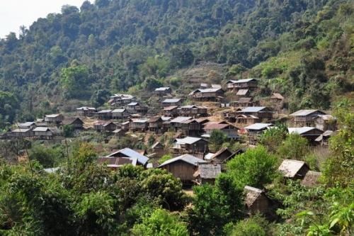 Phongsali et alentour blog pat l 39 expat paname for Maison traditionnelle laos