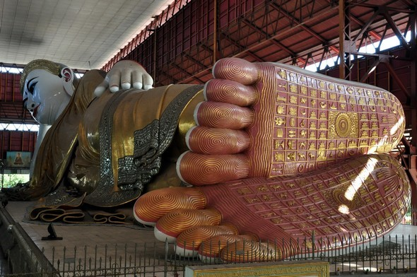 Kyaukhtagyi bouddha couché.jpg