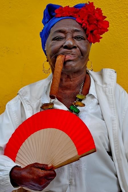 fumeuse de cigare la Havane Cuba mignot patrick.jpg